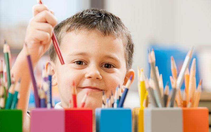 Kindergarten in Altusried - Kind beim Malen